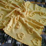 Желтый плед крючком с желтыми сердечками