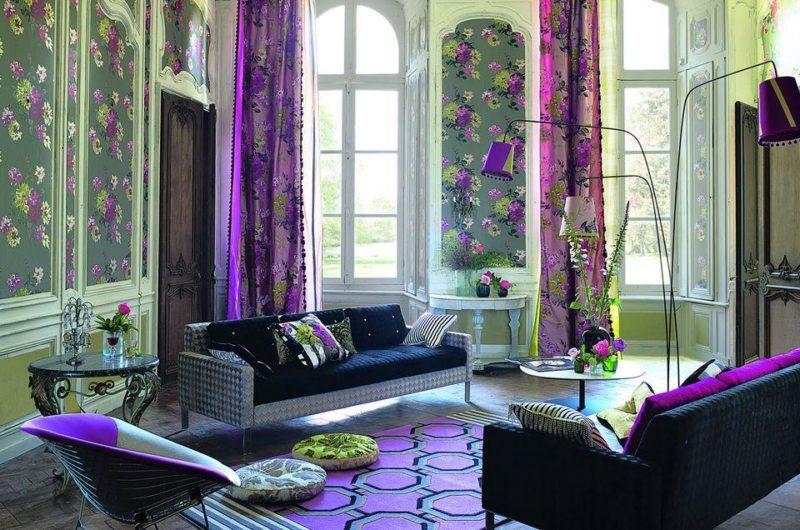 шторы в гостиной с высокими потолками