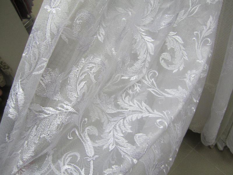 Белая органза с красивой вышивкой