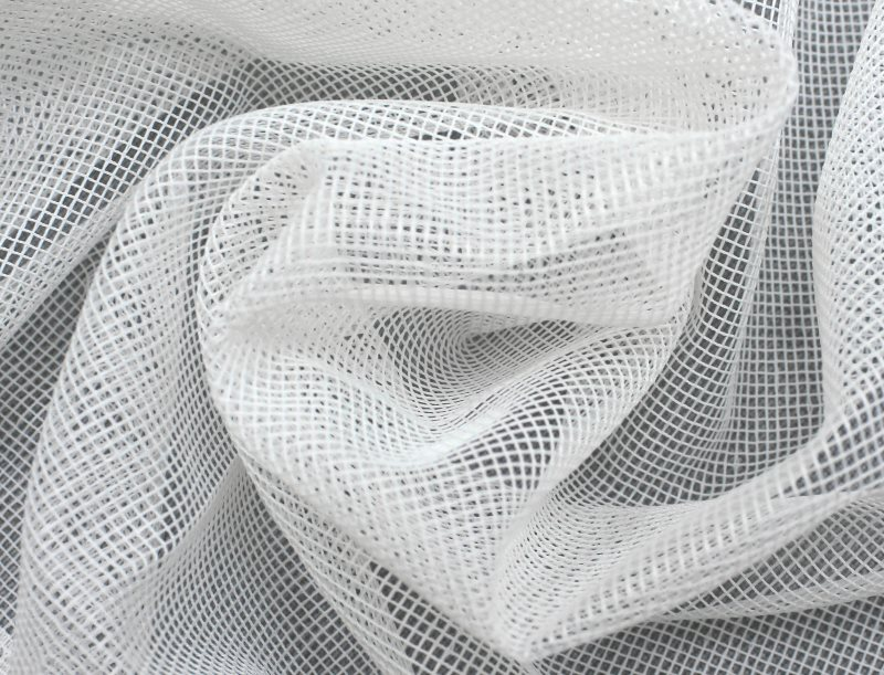Белый тюль-сетка с ромбовидными ячейками