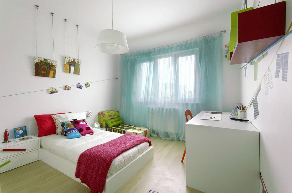 Бирюзовый тюль в интерьере детской комнаты