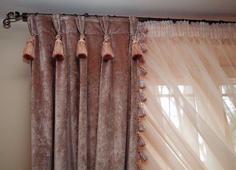 Декор верха штор кисточками на подвесках
