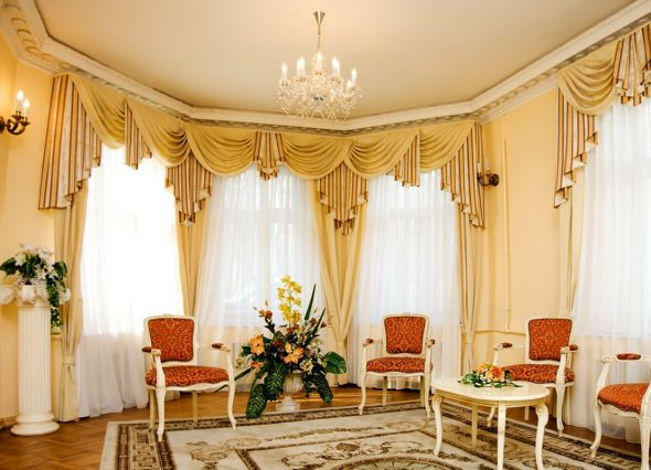 Декорация оконного пространства в классическом стиле