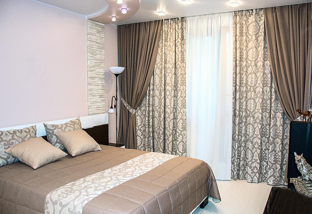 двойные портьеры в спальне