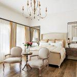 Деревянный пол в спальном помещении