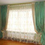 Тюль из органзы на окне с двойными шторами