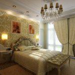 Декор картинами классической спальни