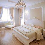 Светлая спальня в стиле классики