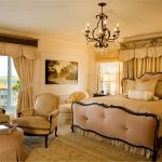 Большая спальная комната в классическом стиле