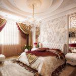 Двухспальная кровать в большой спальне