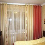 Красивые шторы в спальном помещении