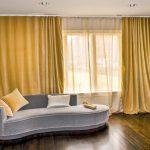 Дизайн гостиной с деревянным полом