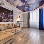 деревянный пол в интерьере гостиной
