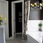 Дизайн ванной комнаты с темными стенами