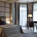 Серый цвет в интерьере современной спальни