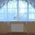Арочное окно с тюлем без карниза