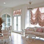 Французские шторы в гостином помещении