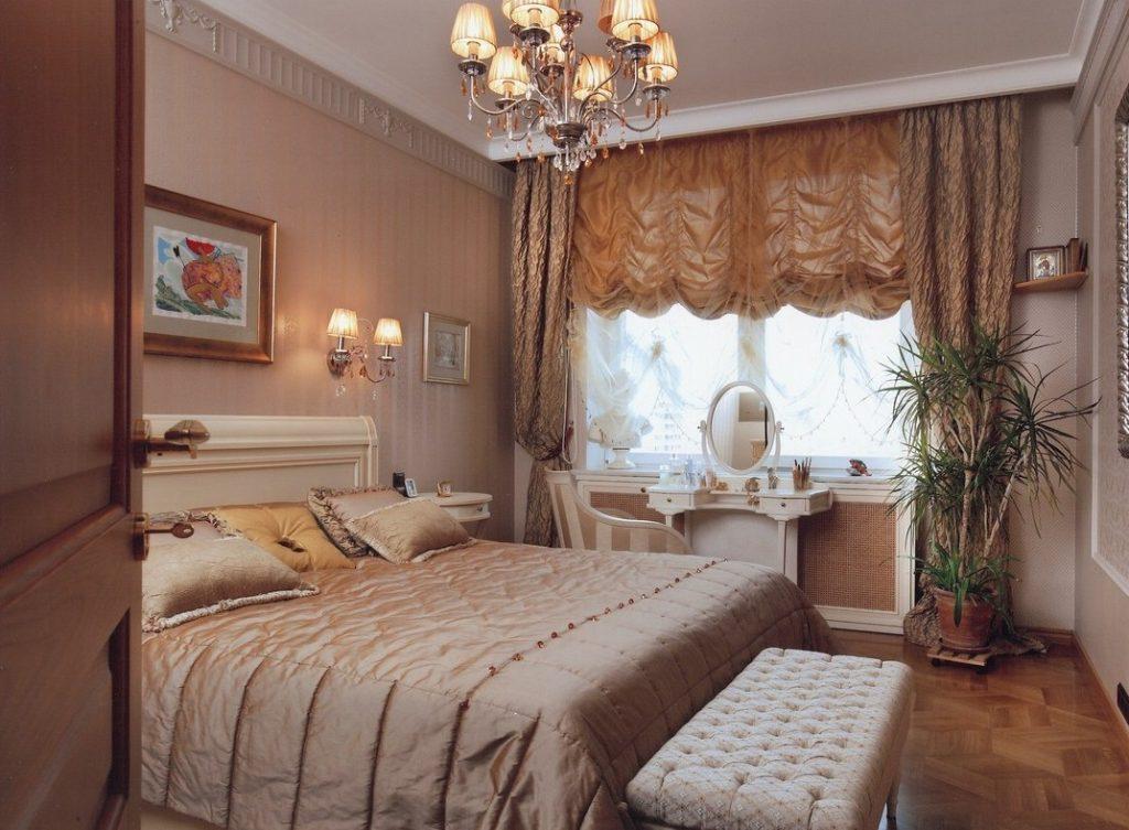 Французские занавески в спальне классического стиля
