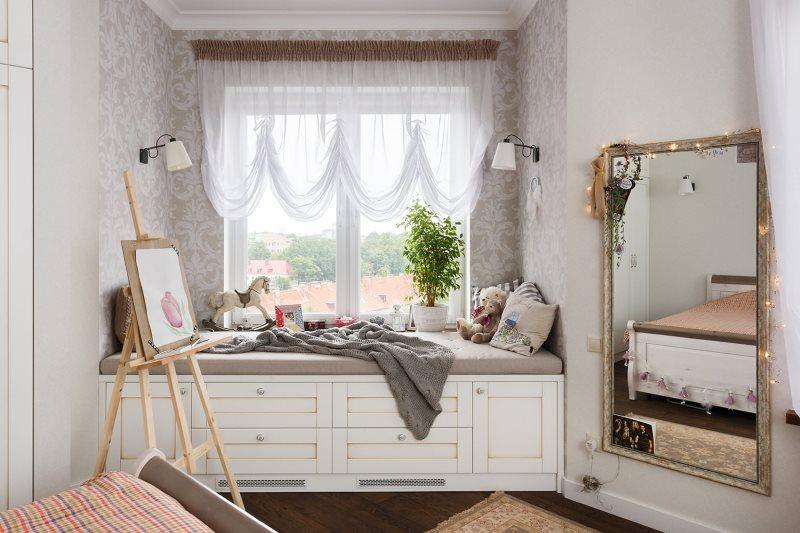Французская штора из легкого тюля в детской комнате
