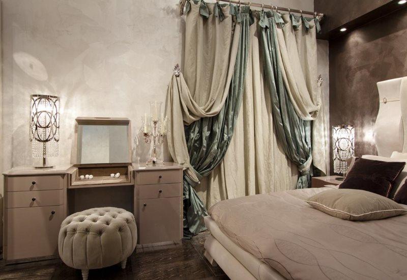 Итальянские занавески в интерьере спальни