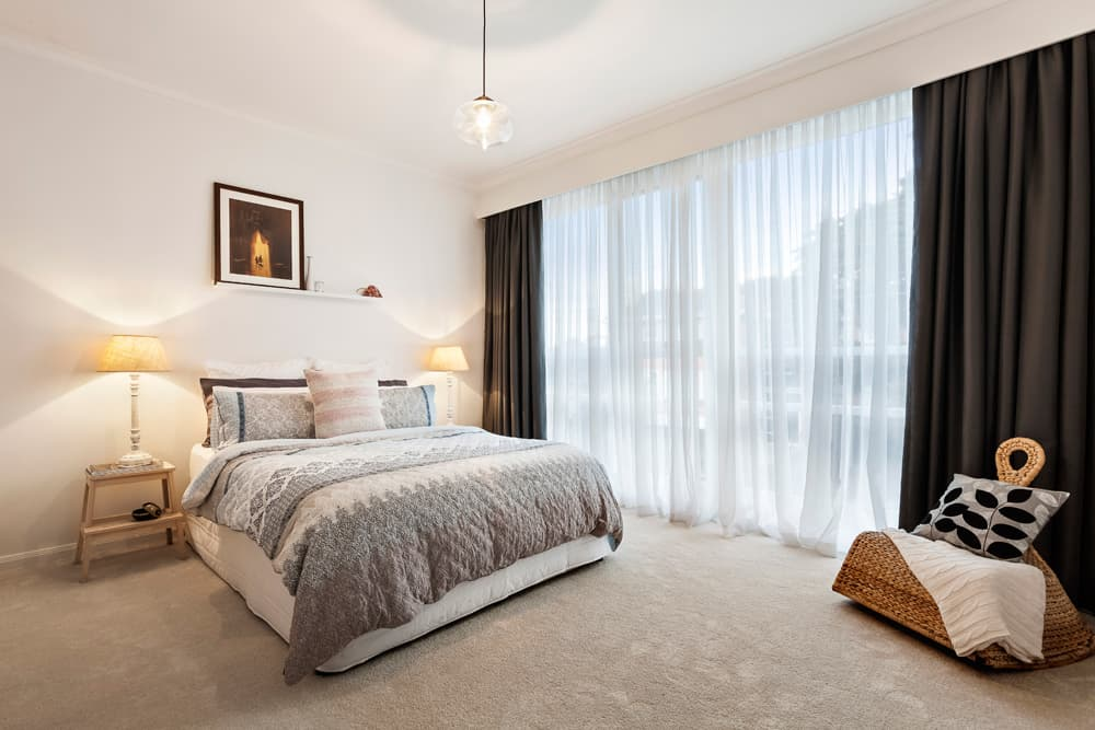 как подобрать длину штор в спальне