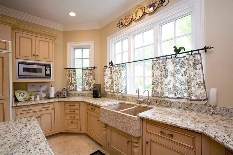 шторы на кухне дизайн фото