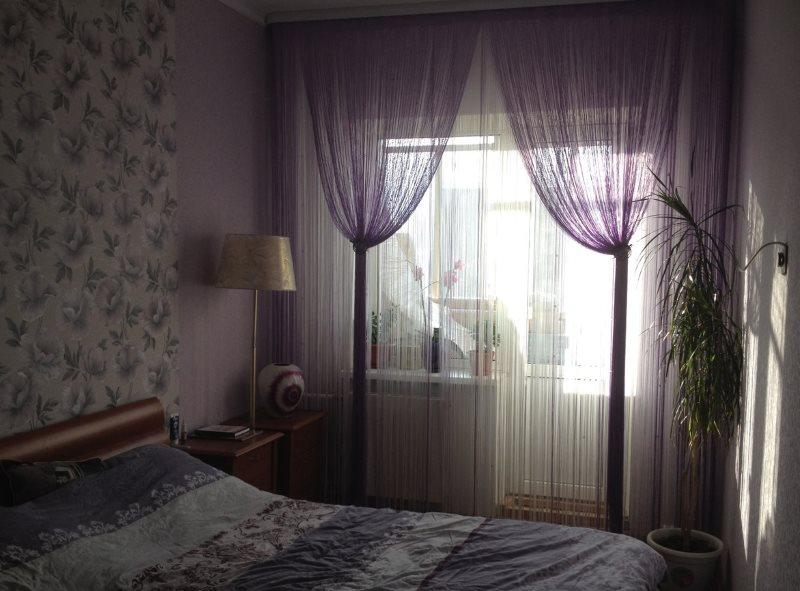 Декор окна в спальне нитяными шторами