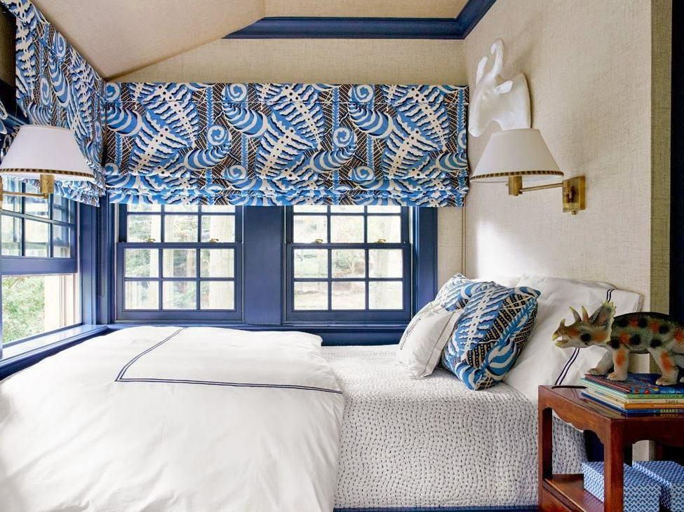 короткие шторы до подоконника в спальню фото оформление