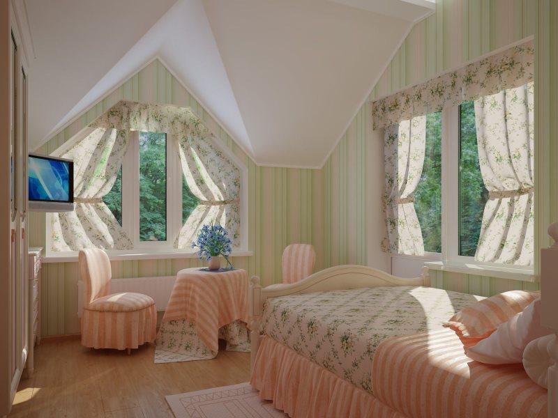 Короткие занавески в спальне дачного домика