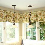 короткие шторы на потолочном карнизе