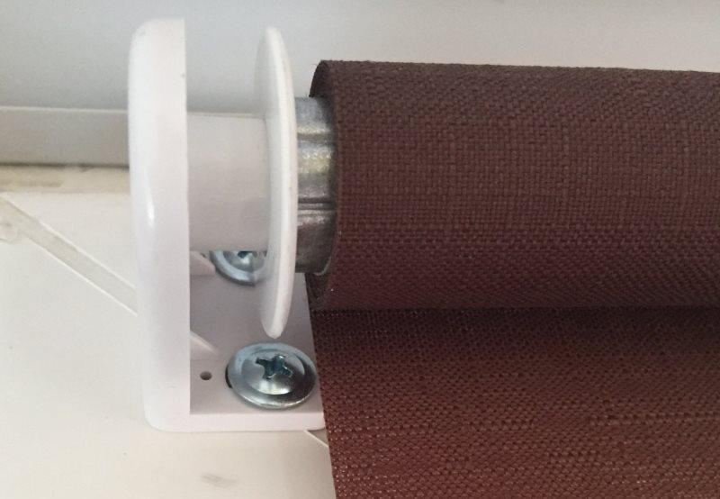 Монтаж рулонной шторы на саморезы со сверлением рамы