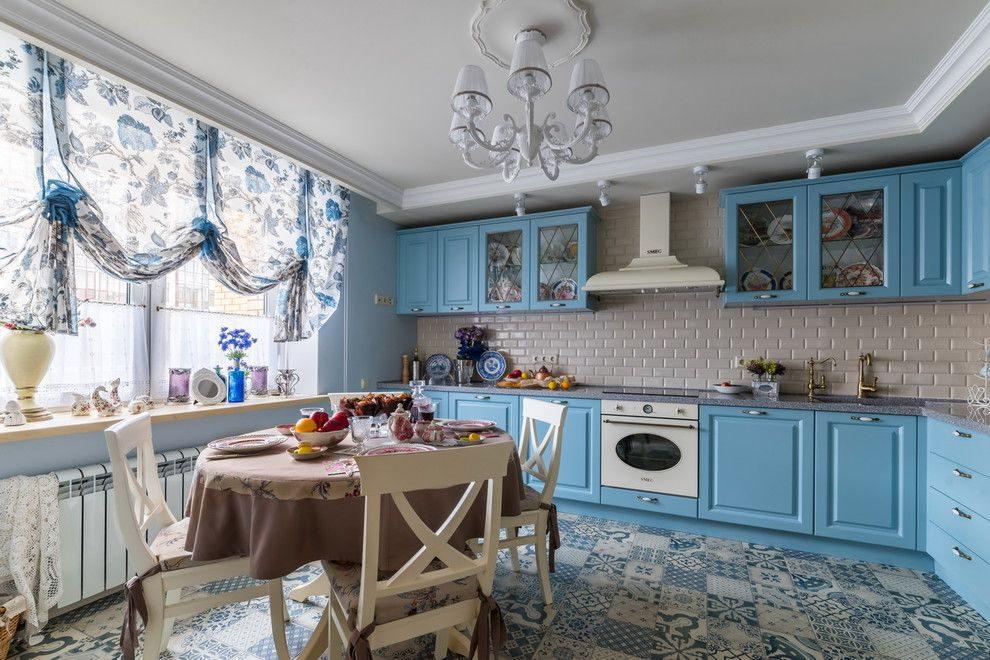 шторы гжель на кухне