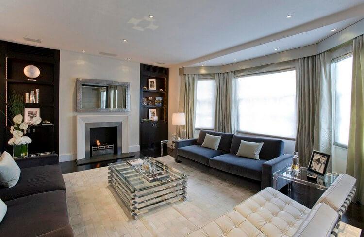 Прямые портьеры в гостиной современного стиля