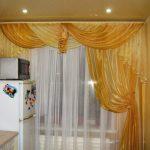 Односторонний ламбрекен на кухонном окне