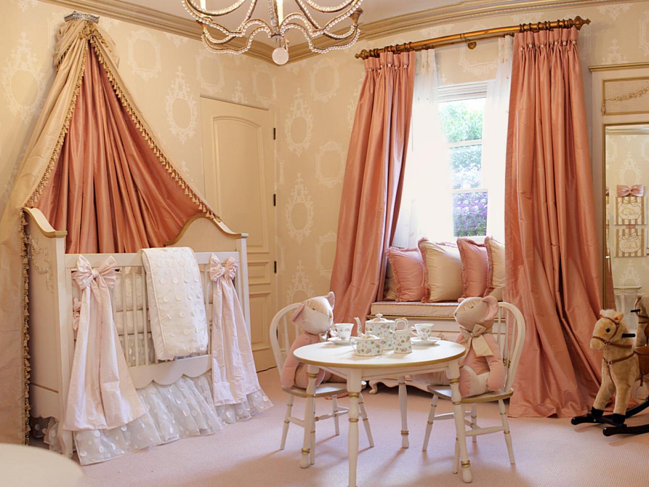 плотные шторы в детской