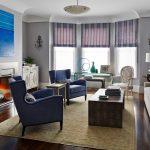 Дизайн гостиной с эркером и камином