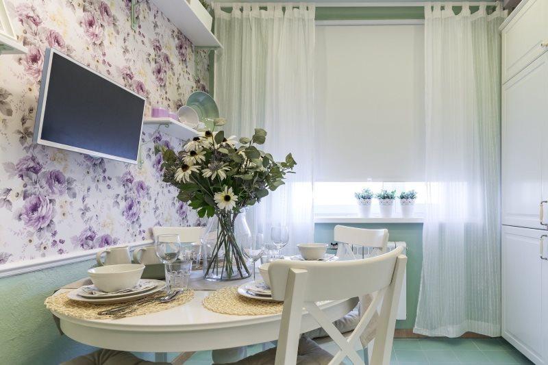 Дизайн кухни с белым тюлем из льна