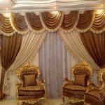 Шикарные коричнево-бежево шторы в классическую гостиную