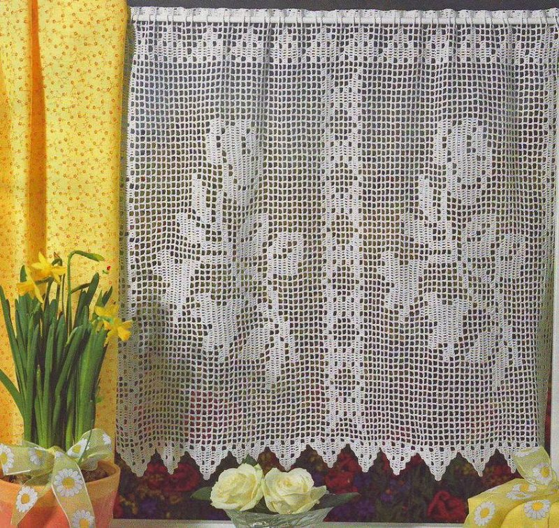 Самодельная штора в технике филейного вязания