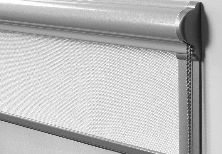Фото рулонной шторы кассетного типа