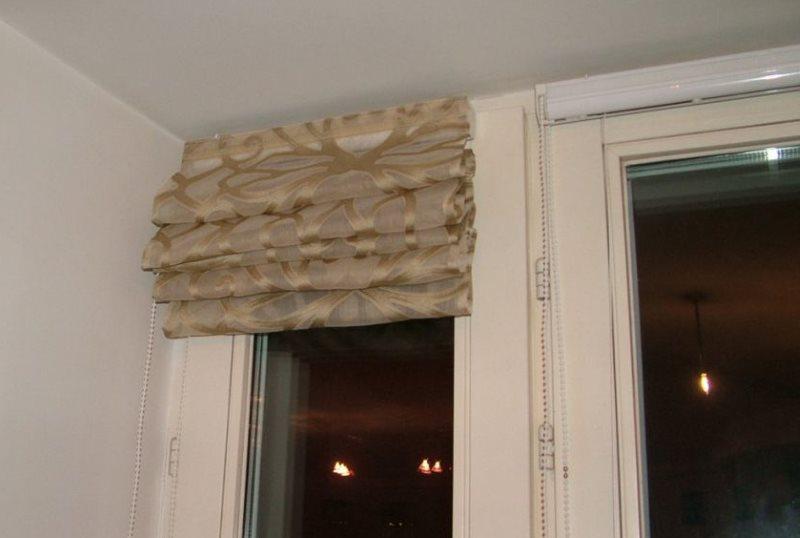 Размещение римской шторы на створке пластикового окна