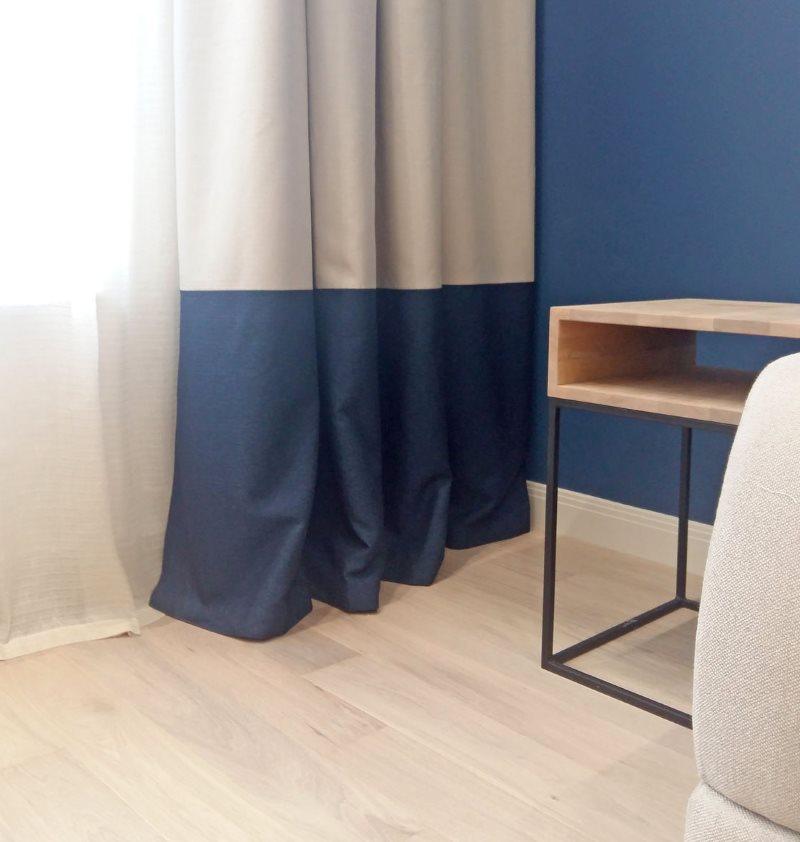 Прямая штора с синей полосой по низу
