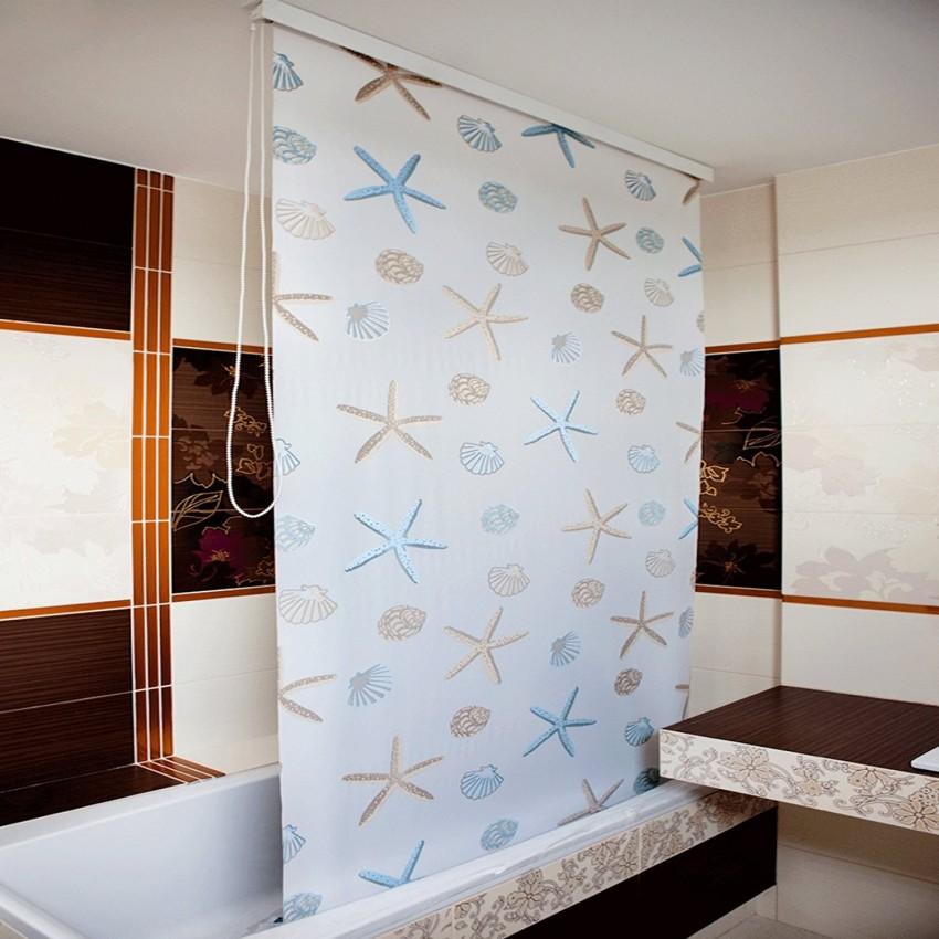 Синтетическая рулонная штора в интерьере ванной комнаты