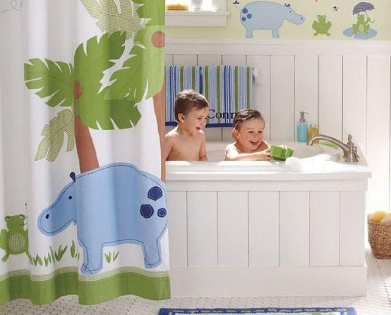 Шторка с рисунком в ванной для маленьких детей