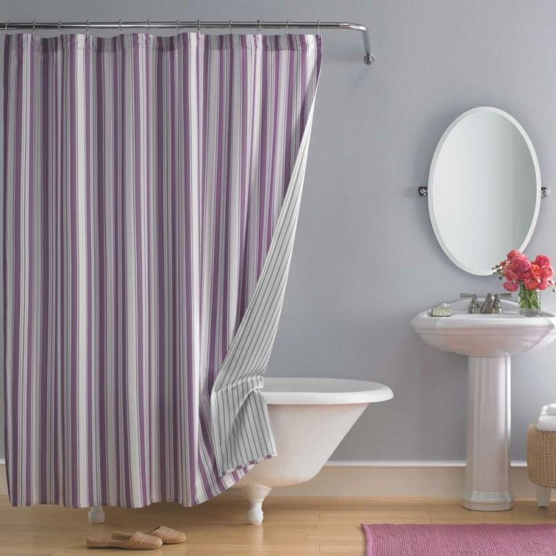 Занавеска в полоску в интерьере ванной