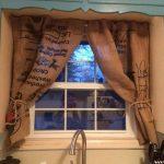 шторы из мешковины на кухне