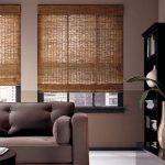 Бамбуковые шторы в современной гостиной