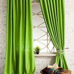 Зеленые портьеры из плотной ткани