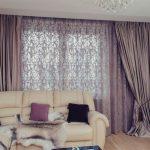 Комбинированный шторы в гостиной панельного дома