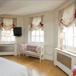 короткие шторы до подоконника в спальню дизайн идеи